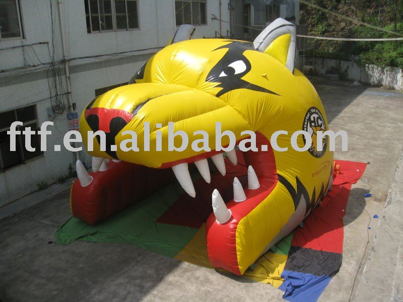 Inflatable wolf tunnel