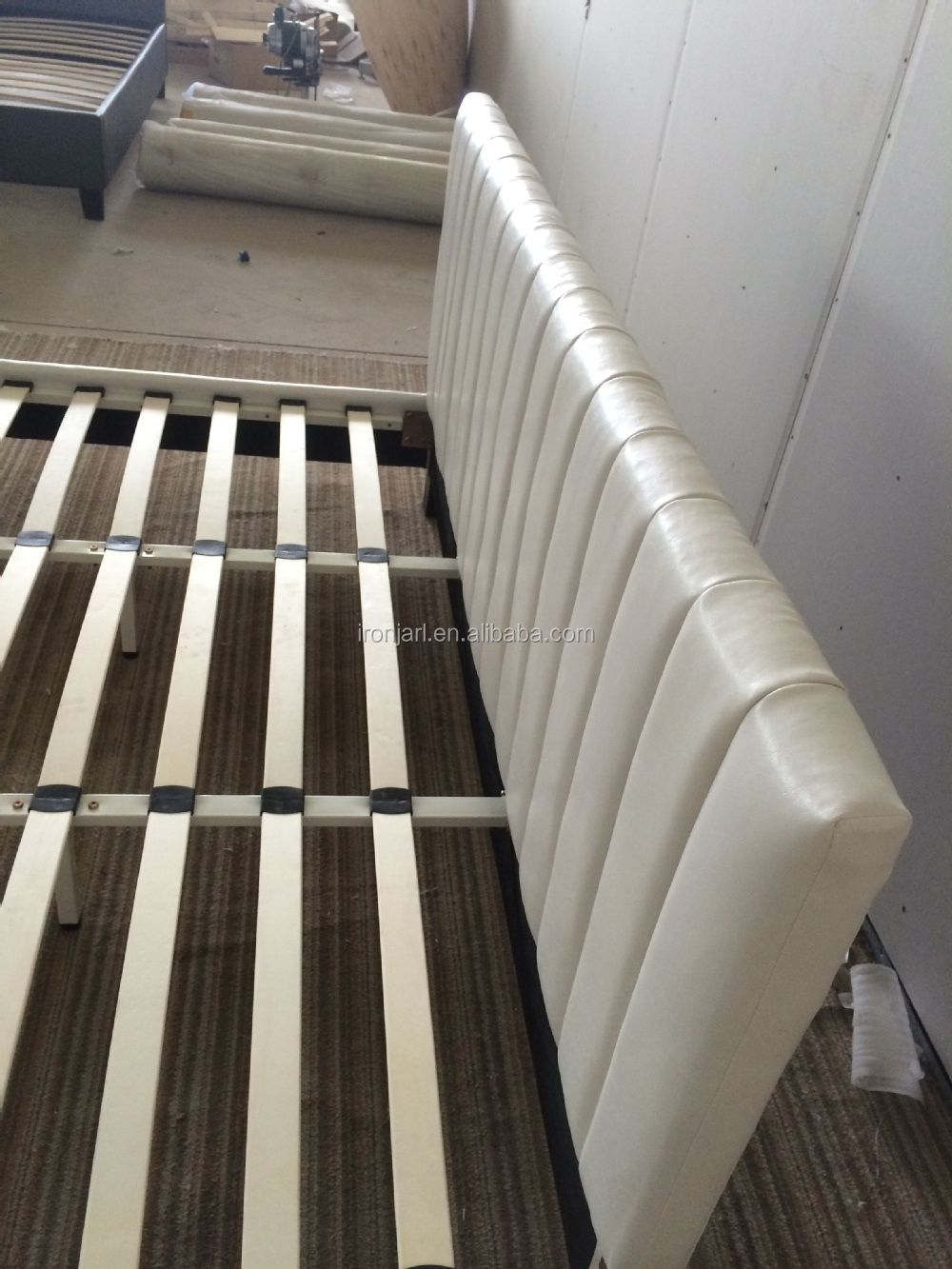 China Wholesale White Synthetic Leather Double Bed Factory