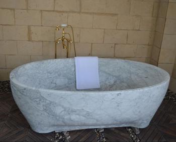 Vasca Da Bagno White : Vasca da bagno moderna isolata on white background fotografie
