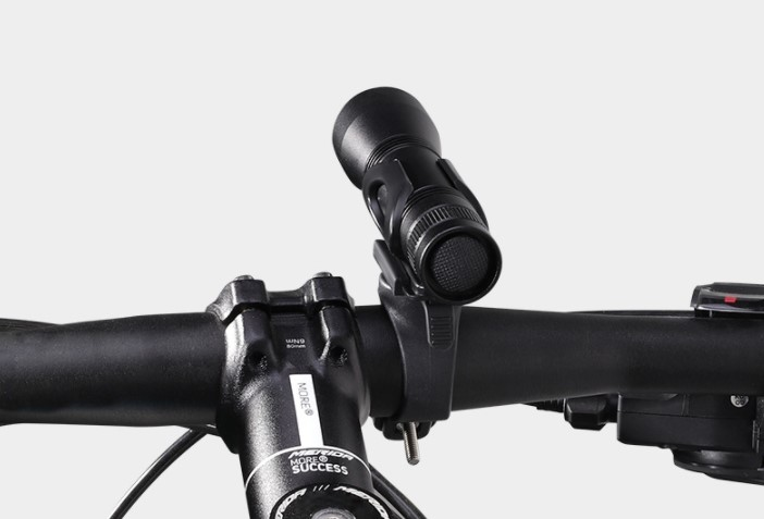 1000 Lumen Bike flashlight with Taillight Mount Cycle Torch Easy Install Fits All Bikes