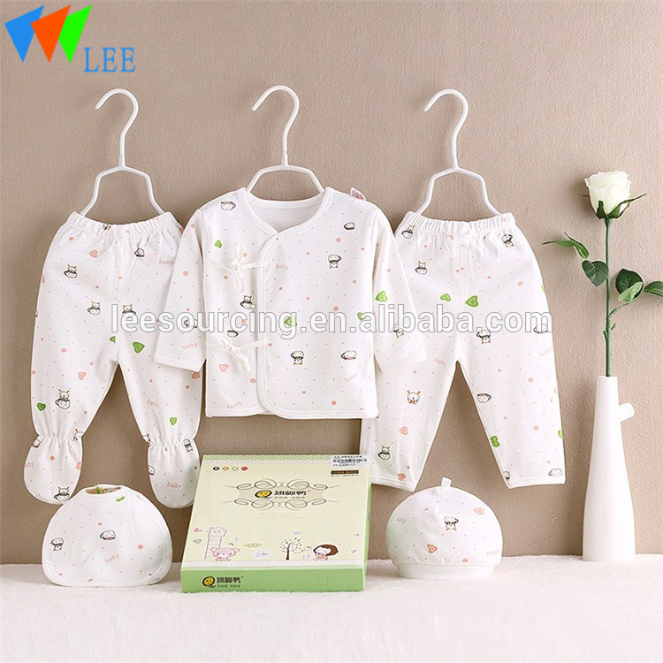 100% Cotton Newborn Clothing Baby Gift Box Set Clothes in Hanger