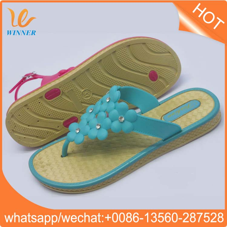 New design colorful slippers ladies flat pvc embossed sole flip flops w572