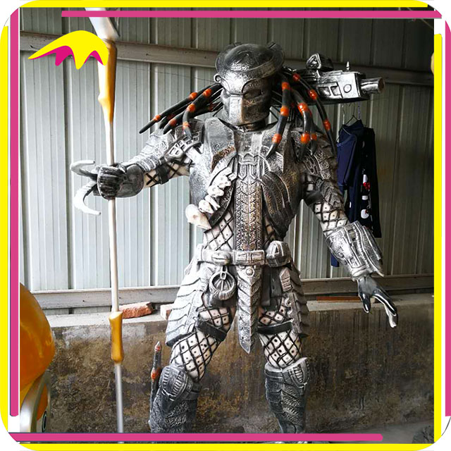 KANO0418 Amusement Park Fiberglass Life Size Predator With Knife