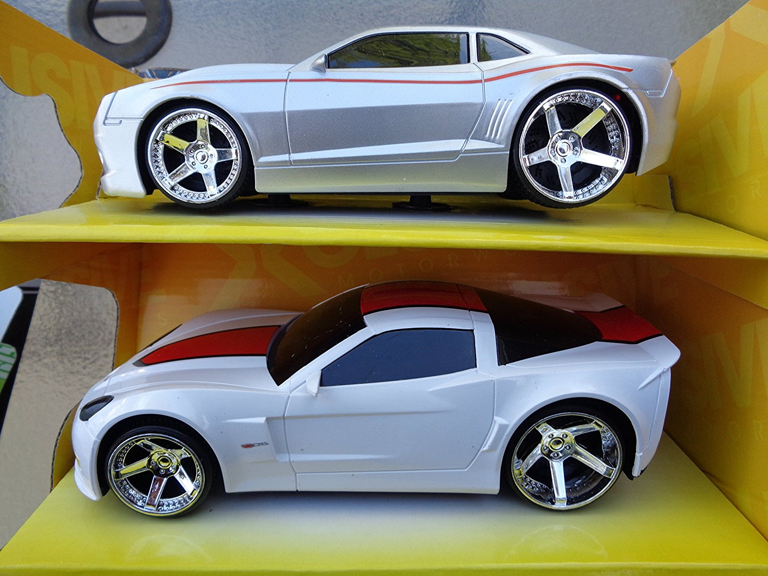 Chevy Camaro & Chevy Corvette Twin Pack GM Official licensed product