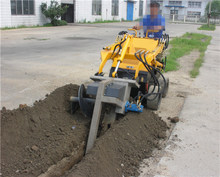 <span class=keywords><strong>Skid</strong></span> Sterzo Loader con Trencher in vendita