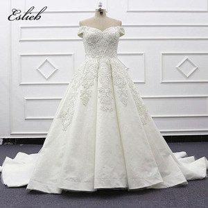 Sexy Off Shoulder Lace Ball Gown Wedding Dress 2019 Lace Applique Tulle Court Train Modest Bridal Gowns