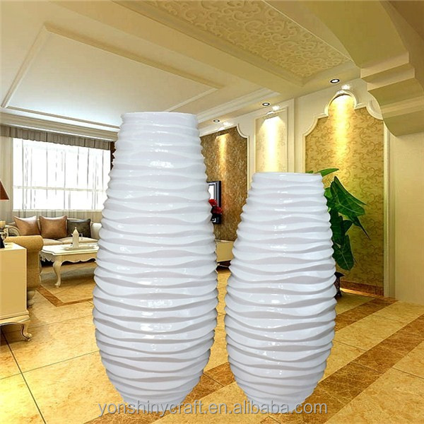 vase de decoration interieur good dco place aux motifs gomtriques dans votre maison vase rouge. Black Bedroom Furniture Sets. Home Design Ideas