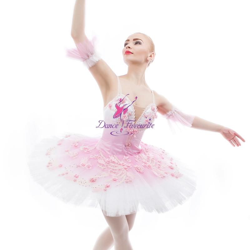 Промежности сексуальных балерин