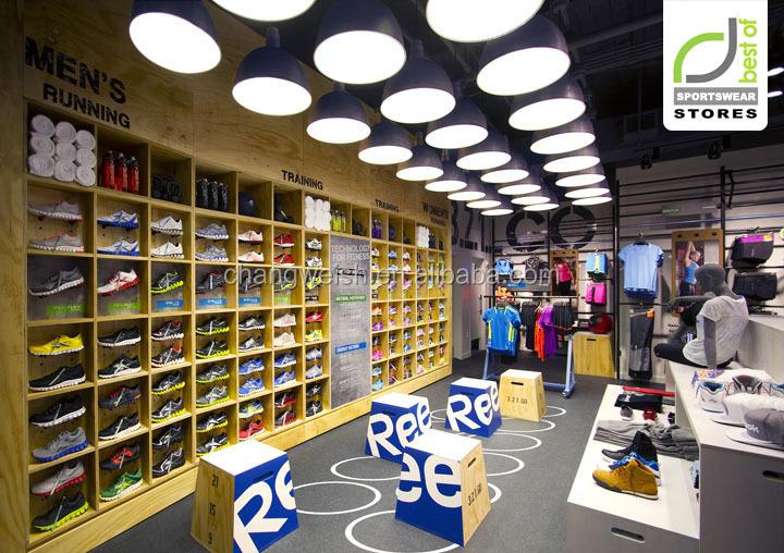 496a4ebe7214a Zapatos de los deportes de moda y exhibición de ropa tienda de accesorios