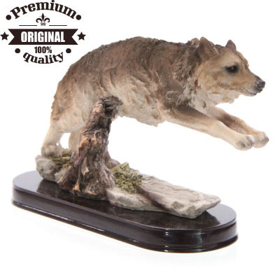 resin wolf jumping figurines for home decoration