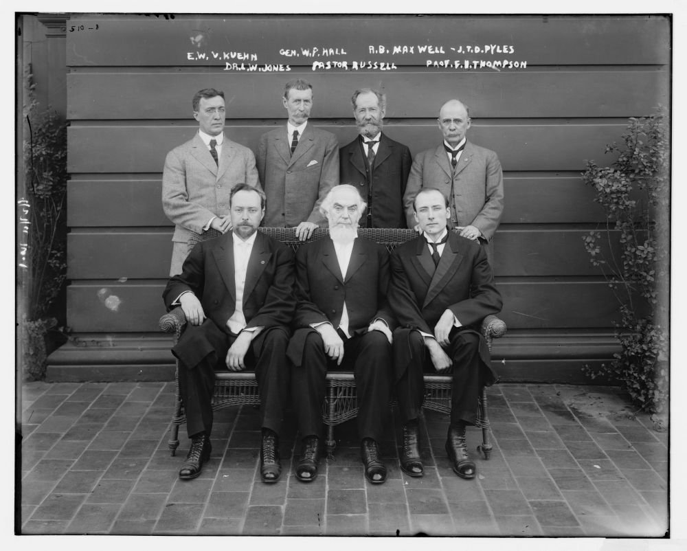 1911 Photo E.W.V. Kuehn, Gen. W.P. Hall, R.B. Maxwell, J.T.D. Pyles, Dr. L.W. Jones, Pastor Russell, Prof. F.B. Thompson Charles Taze Russell (seated center), possibly with the men who joined him in a