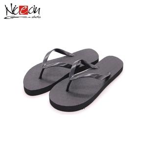 2eb36825423917 China Custom Rubber Flip Flops