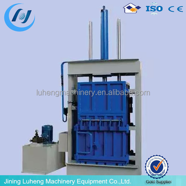Hydraulic baler machine for used clothing, bailer machine for used clothes