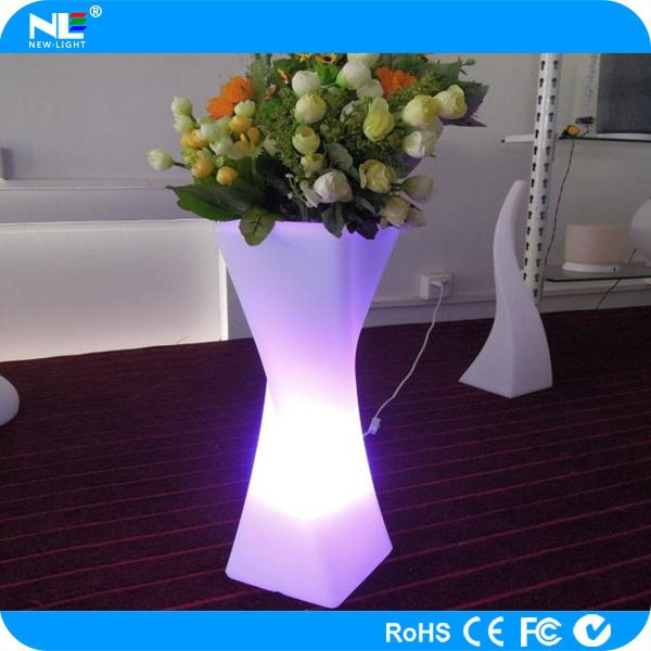 Single LED lighted twisted flower holder / China supply waterproof LED light up flower pot