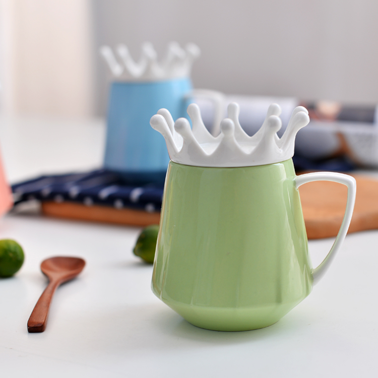Modern design various color ceramic coffee mug with crown lid