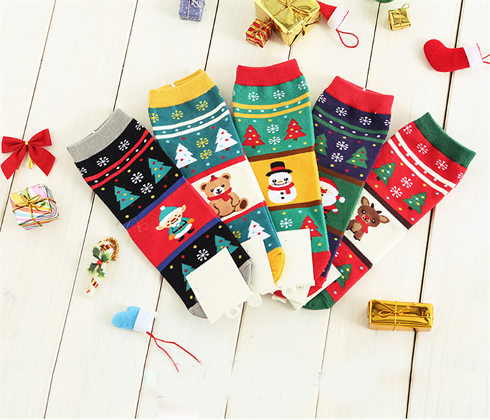 China Manufacturer world anti-bacterial christmas knitted custom socks logo