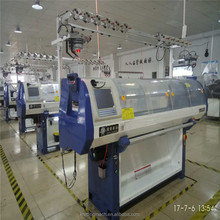 Crochet type knitting machine for textile industry