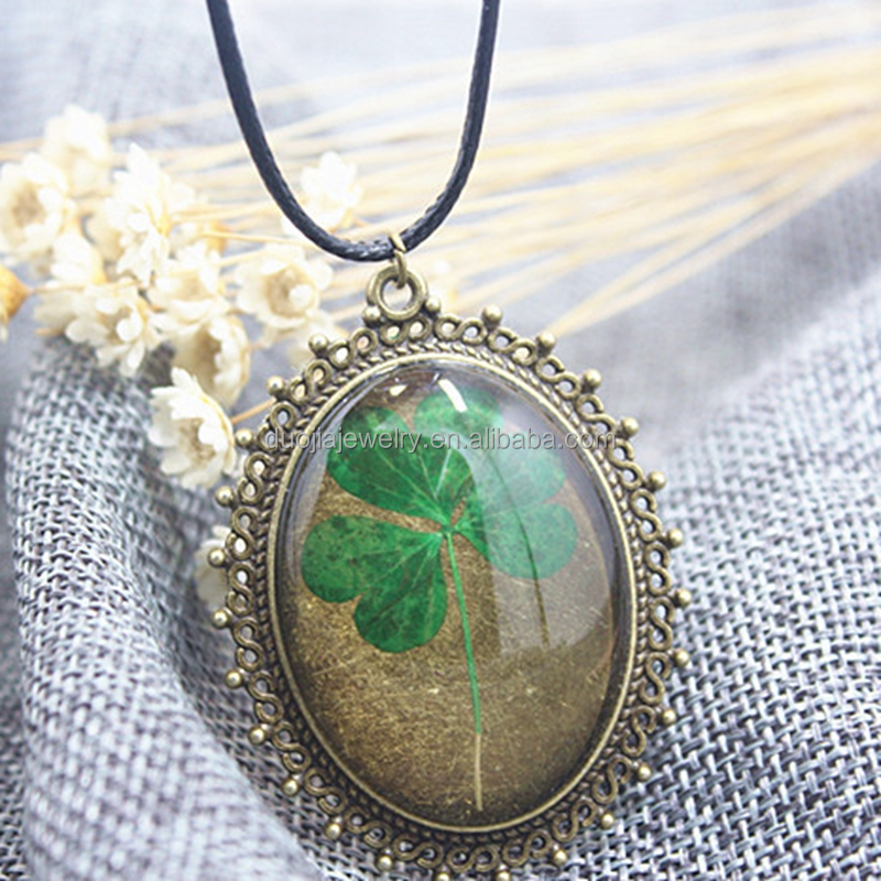 Modern Stylish dried flower pendant locket necklace