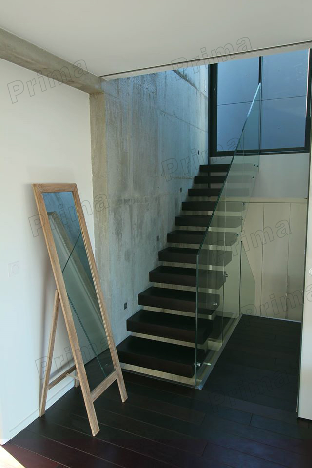 Indoor Build Glass Floating Staircase Design With Wooden