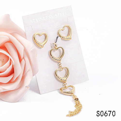 Spain latest model 18k gold plated stainless steel lovely heart-shaped jewelry stud pendant for engagement