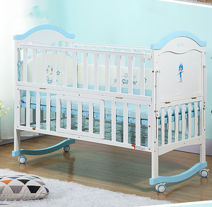 White europe baby cot bed/pine wood toddler bed/paint coating baby crib with wheels