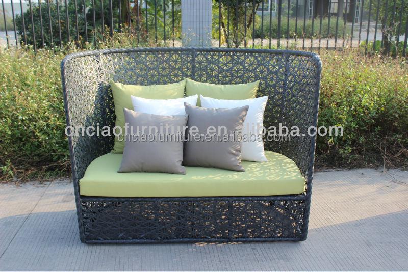Sitzecke aus Rattan Pergola Schatten Sitzkissen