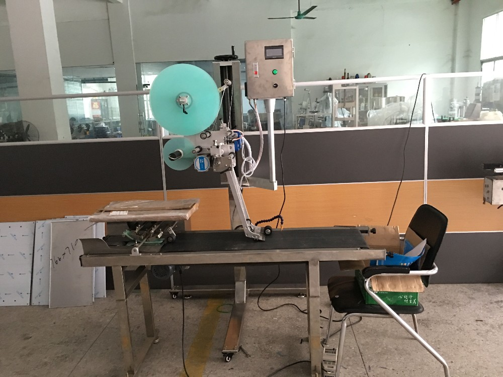 Automatic scratch card labeling machine
