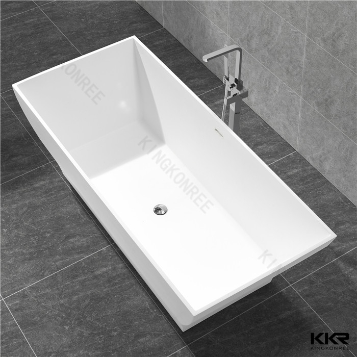 Grande taille d 39 une douche debout baignoires autoportante for Baignoire grande taille