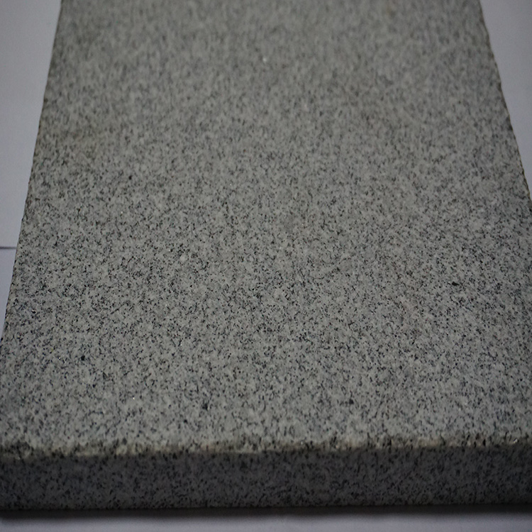 Granite kurbstone 100x100x100mm with top surface natural and all other sides sawn cut