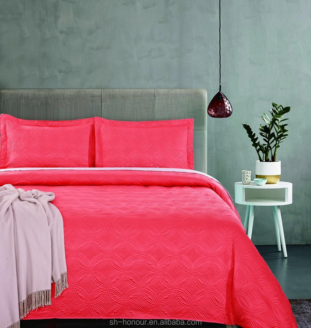 couvre lit et rideaux assortis. Black Bedroom Furniture Sets. Home Design Ideas