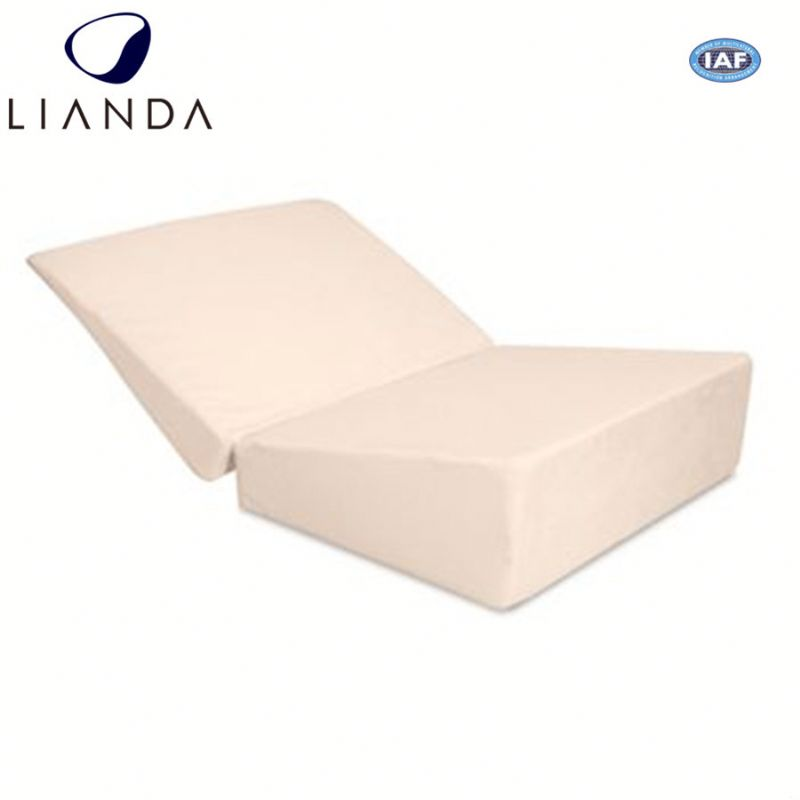 Put in luggage case folding travel memory foam wedge pillow for taking comfort with you