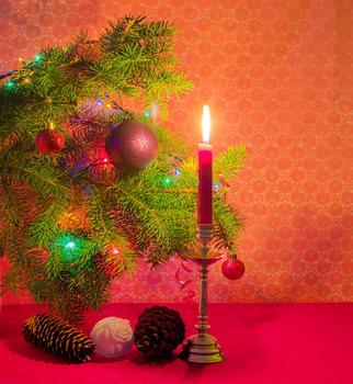 https://sc01.alicdn.com/kf/HTB1abSsRVXXXXbaXXXXq6xXFXXXj/Festive-wall-art-Christmas-trees-with-decoration.jpg_350x350.jpg