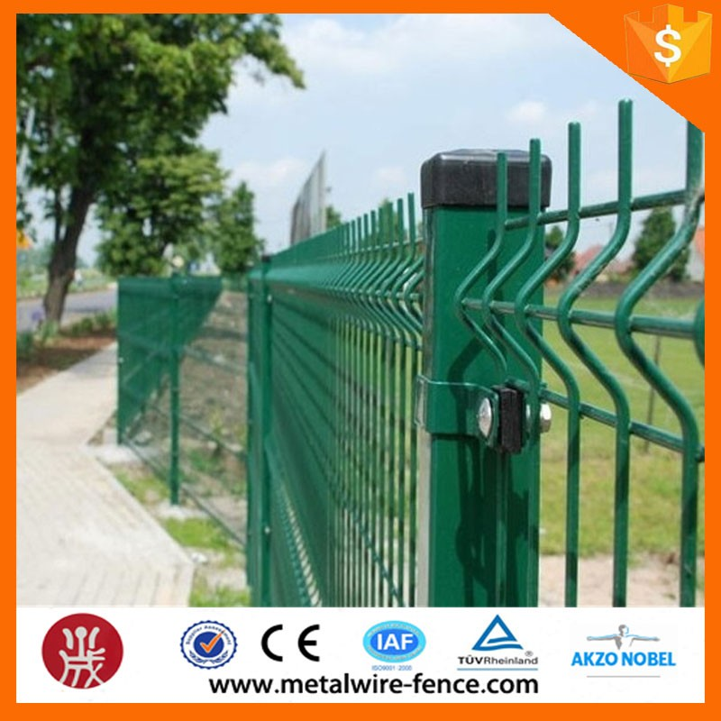 wire mesh fence (138)
