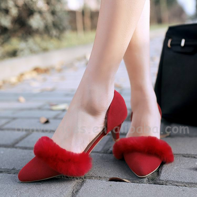 Beautiful Low Heel Ladies Fashion Sandals With Furry Decoration