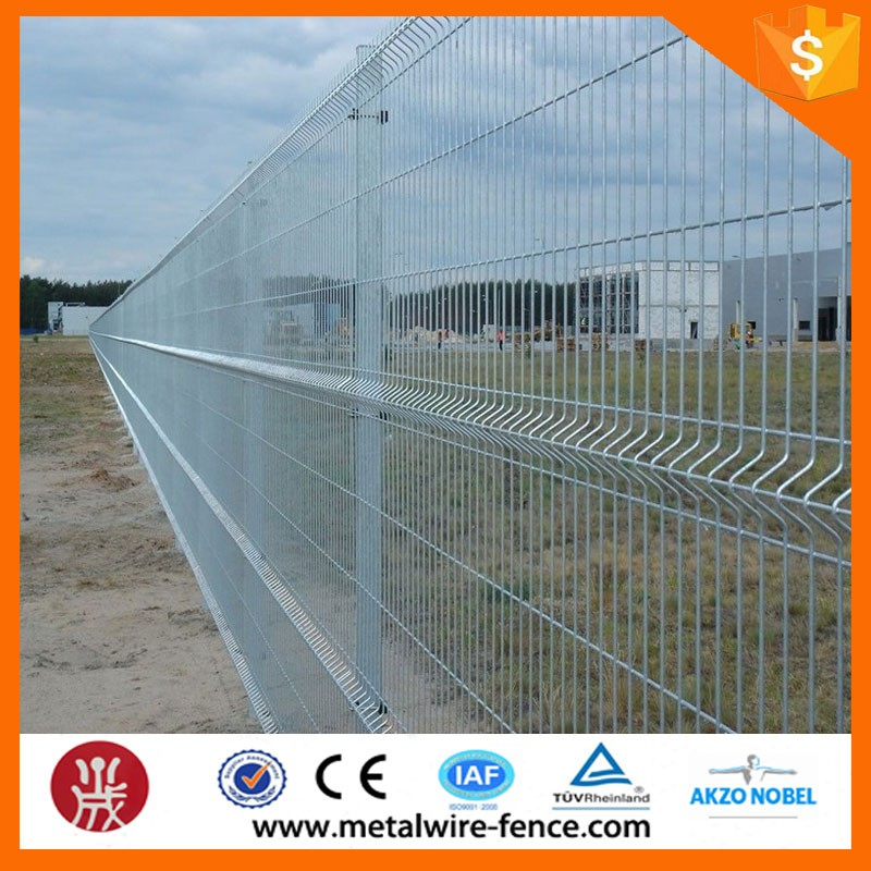 wire mesh fence (127)
