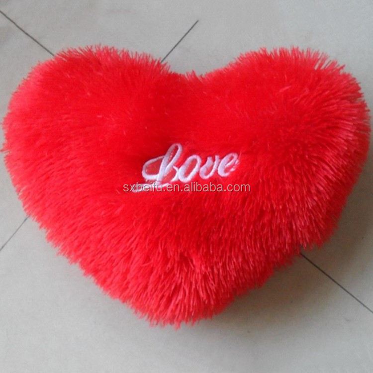 100% Polyester Factory Price Wholesale Latest Design Decorative Custom Love Heart Shaped Pillow
