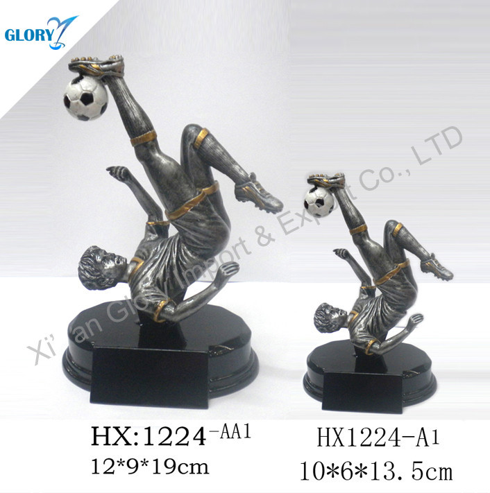 resin football players head the football, resin soccer statue for decoration