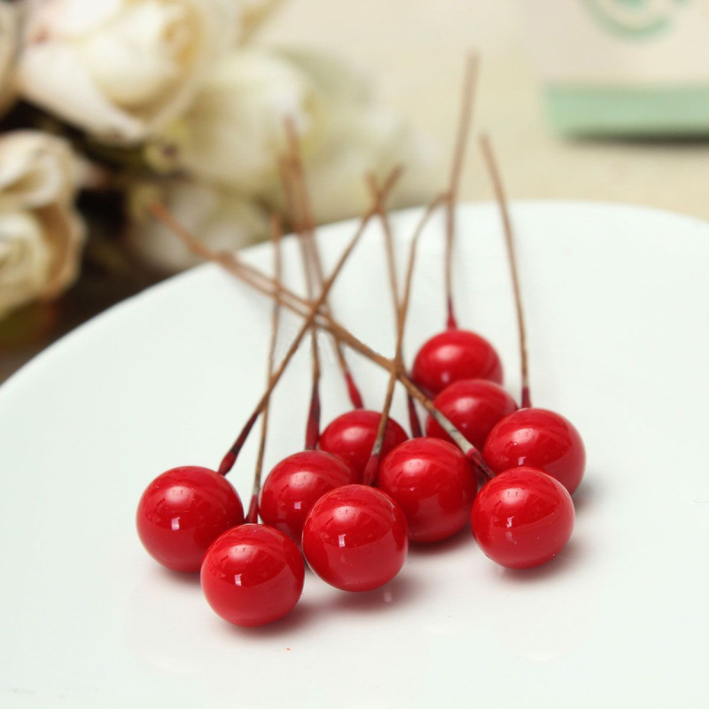 Small Christmas Garland With Berries Decoration