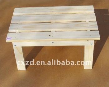 Piccolo sgabello di legno può essere utilizzato per posta vaso di