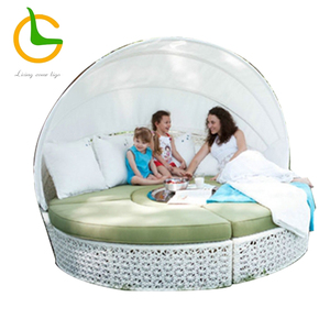 Comfortable outdoor rattan white round canopy daybed