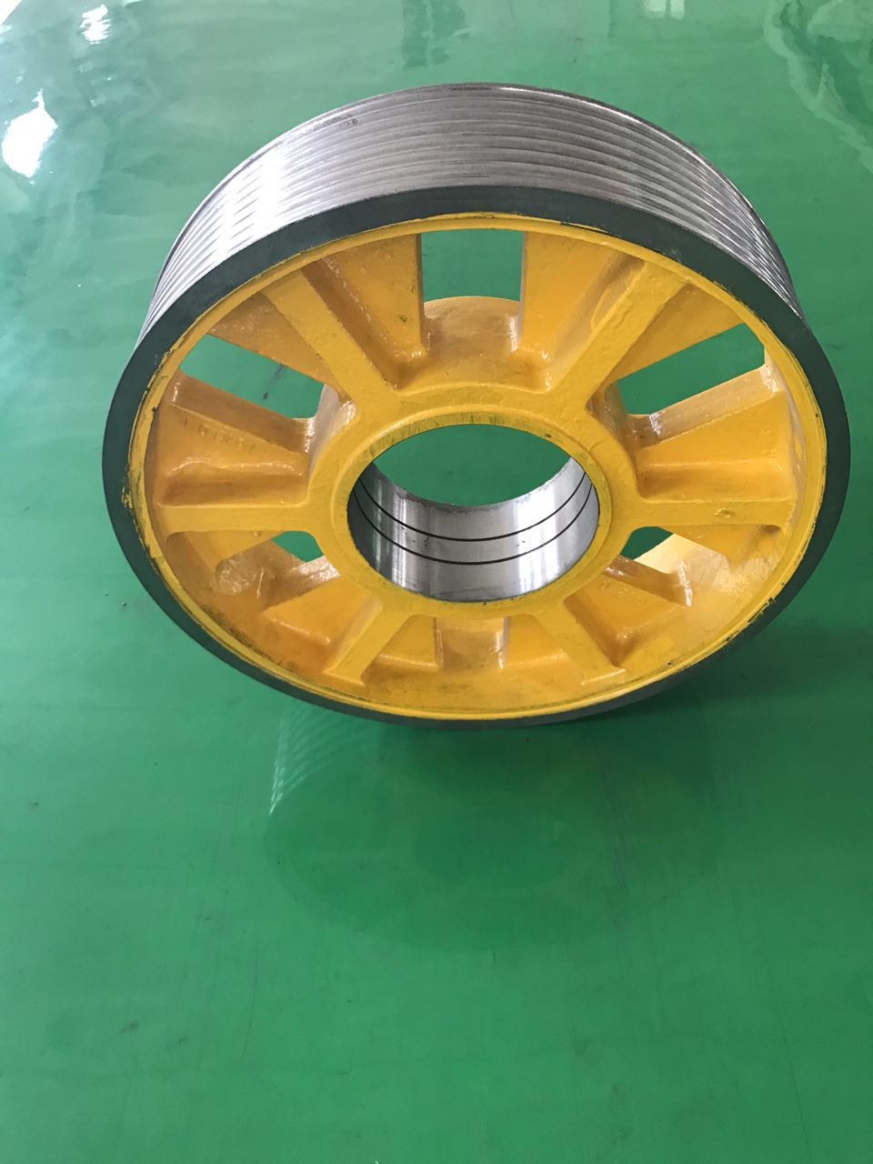 Fujitec cast iron wheels for elevator wheel with elevator spare parts