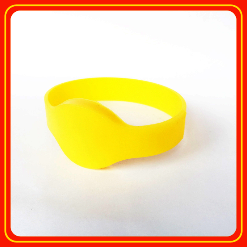 100% waterproof adjustable rfid silicone wristbands add unique barcode/qr code