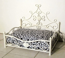 China handmade luxury custom wrought iron cat bed white elegant princess dog bed with low factory price