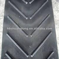 Open V chevron rubber conveyor belt for bagged material to reduce slide back