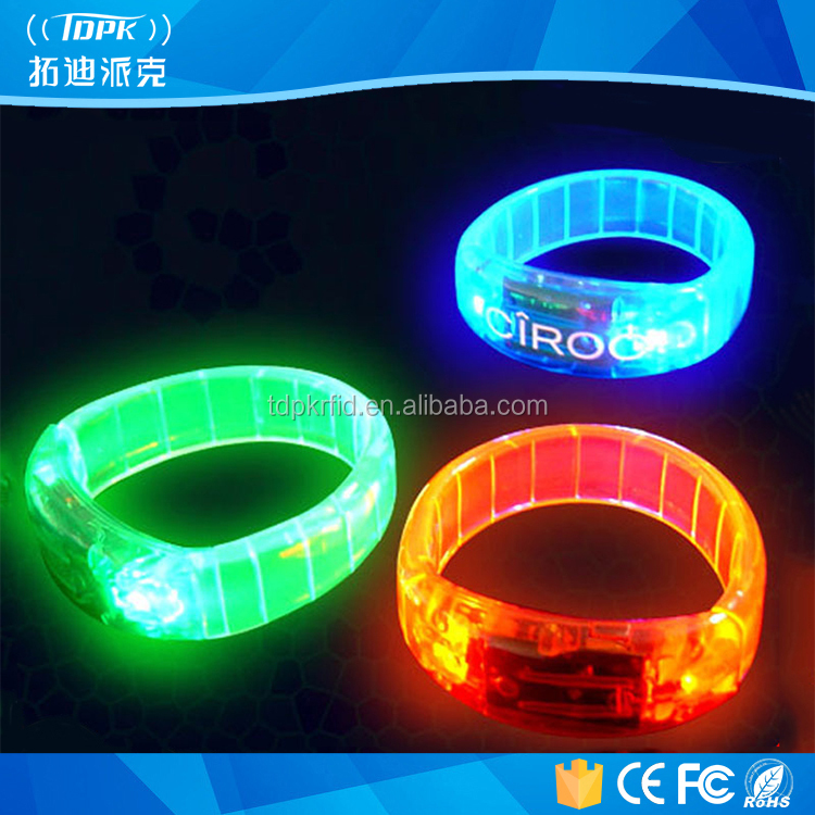 2017 Fashionable colorful Xyloband controller led flashing concert bracelet led remote silicon bracelet for party
