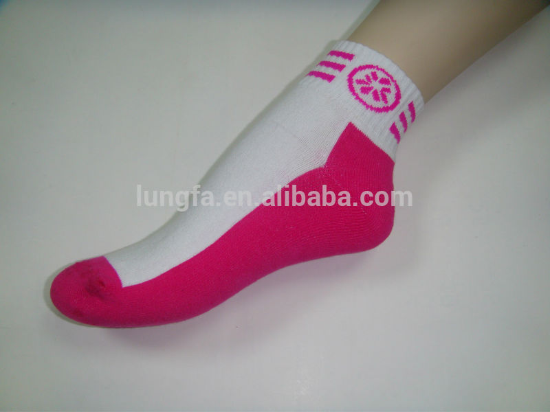 Newest bottom price sport bulk white cotton socks