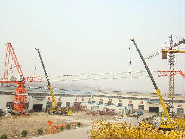 45m, 2.6t Luffing Jib Tower Crane of out-climbing type with hydralic system