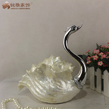 Polyresin little swan figurine per la decorazione domestica