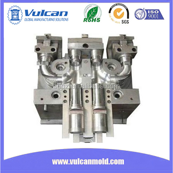 Hot runner plastic injection mold and injection mold maker