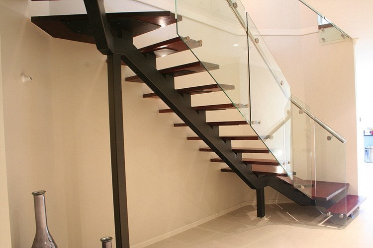 Acero mono cristal escalera pasos de madera barandilla de for Escalera en l